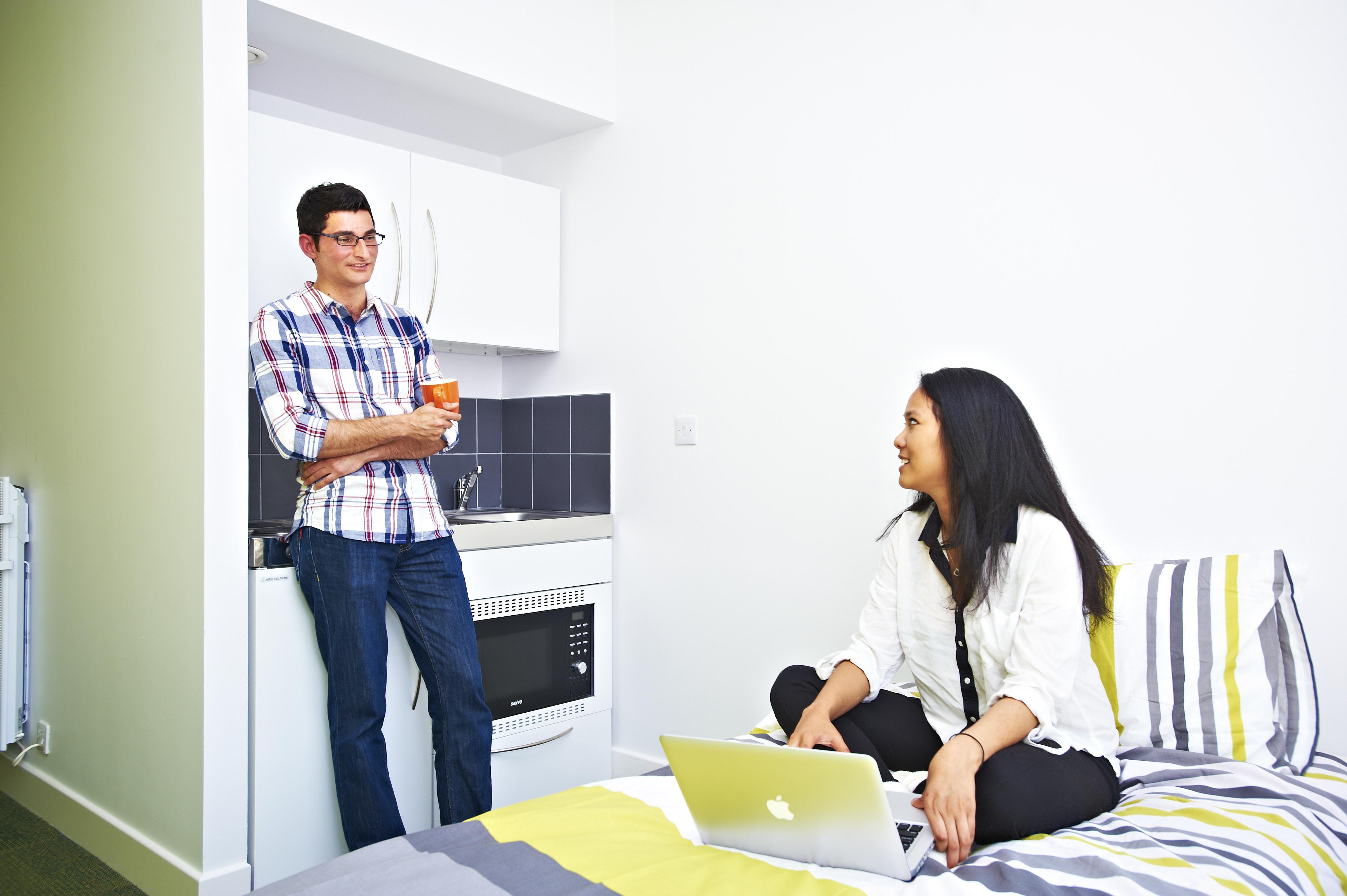 الطلاب الدوليين في استوديو مفرد ضمن سكن طلاب مركز INTO جامعة نيوكاسل