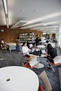 国际学生在学习资源中心学习