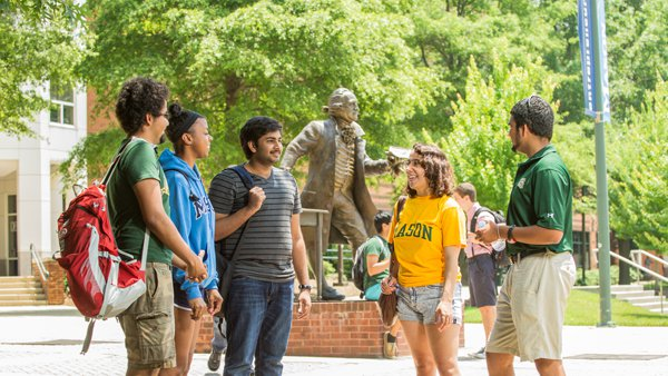 Group of INTO Mason students at orientation