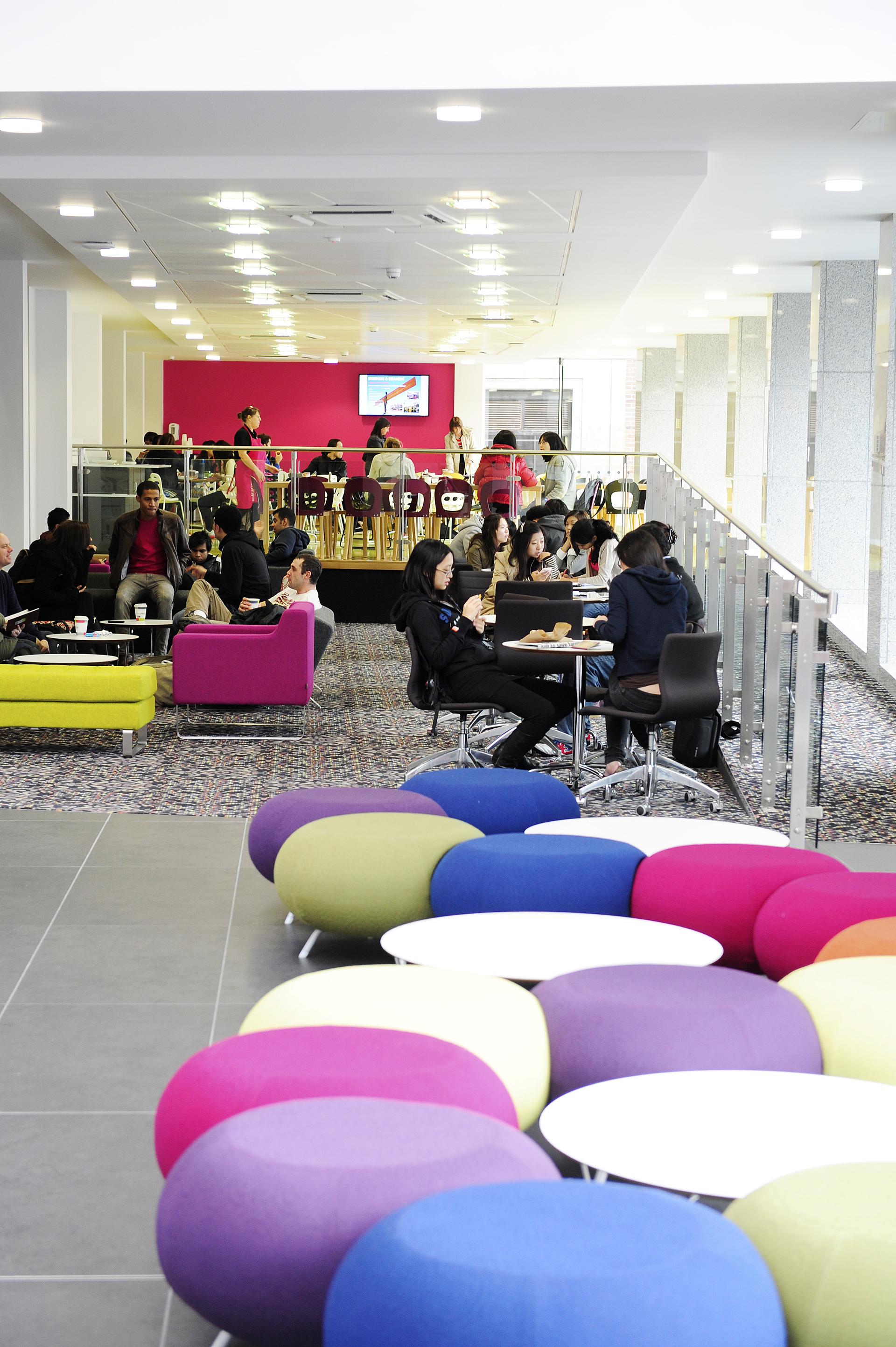 国际学生在INTO中心的社交生活