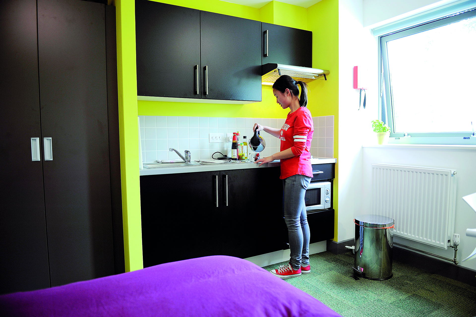 Student using Single Studio kitchen facilities at INTO University of Exeter