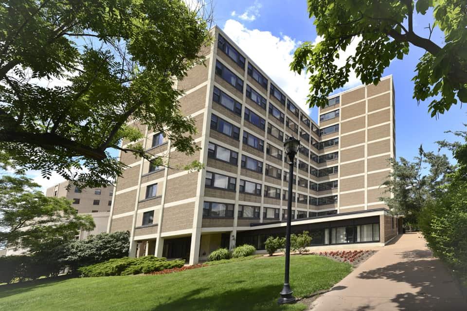 إقامة الطلاب الدوليين في مجمّع مرجريت في جامعة سانت لويس