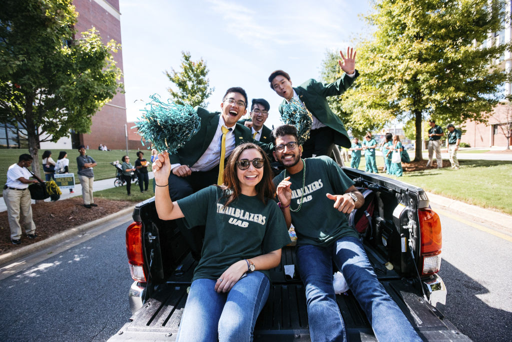 UAB Group students cheer truck