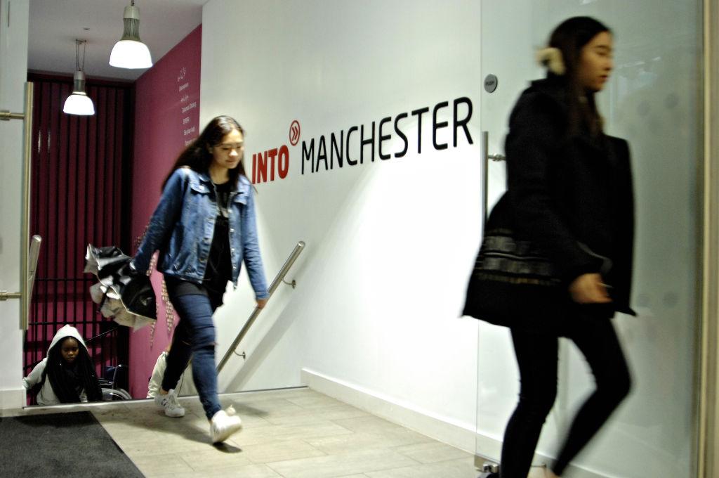 国际学生进入INTO中心
