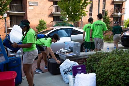 Move-in crew at UAB helps students move into dorms
