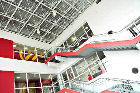 连接校内INTO中心的阶梯