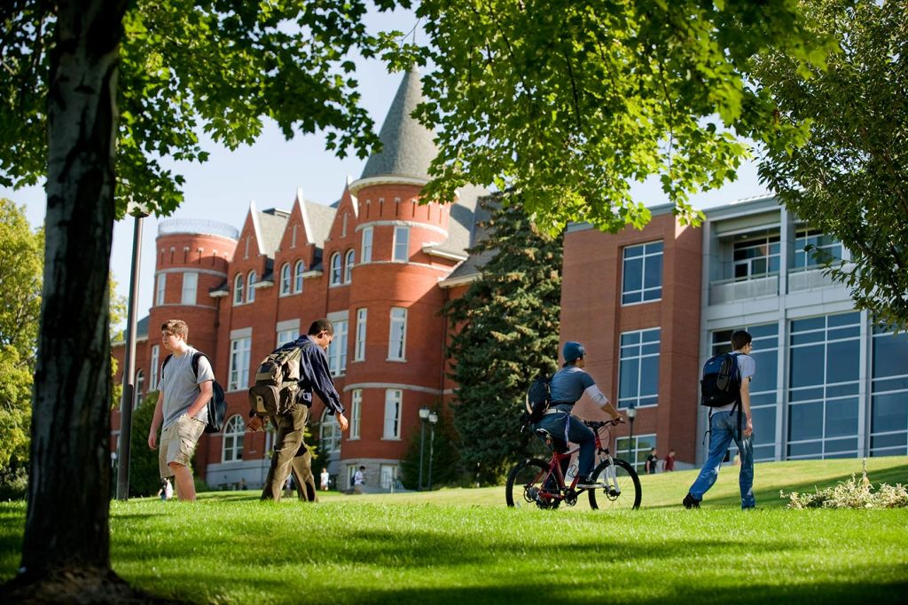 Thompson Hall Students bike and walk to classes at Thompson Hall
