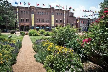 圣路易斯大学全球公民中心花园